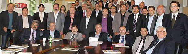 Hollanda'daki Türk Sivil Toplum Kuruluşlarının (STK) bir araya geldigi toplantıda Holsamder'de yerini aldi